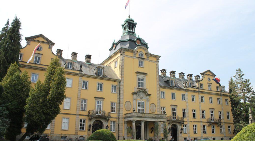 Die Barockfassade von Schloss Bückeburg. Foto: Burgerbe.de