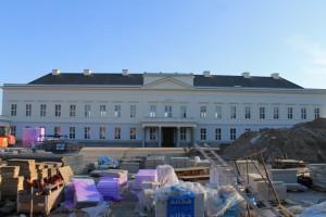 Schloss Herrenhausen: Rückfront mit Baustellen-Gerümpel