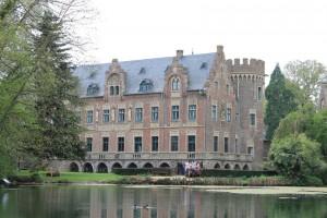 Blick vom Landschaftspark auf Schloss Pfaffendorf