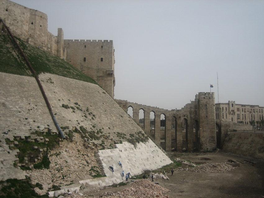 Brücke zur Zitadelle von Aleppo