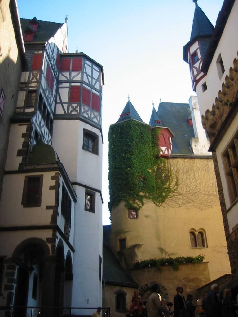 Burg Eltz: Der Innenhof / Fotos: Burgerbe.de