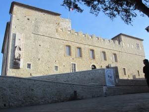 Chateau Grimaldi: Die Seite zur Stadt hin