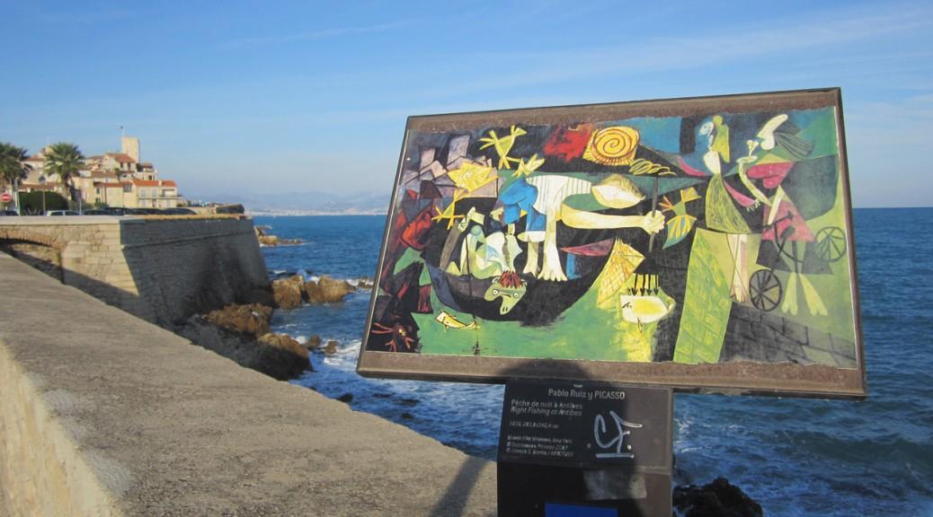 Picasso-Werk vor Golf und Schloss.