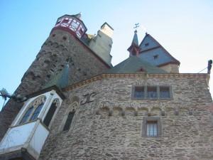 Burg Eltz: Türme und Fachwerk