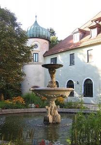 Schlosshof mit Brunnen / Foto: Wikipedia/Rufus46
