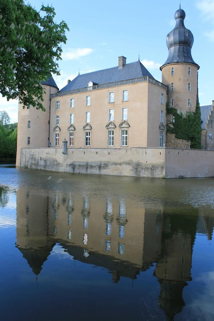 Der Ballturm mit seiner barocken Haube überragt Burg Gemen