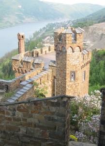 Block von Burg Sooneck auf den Rhein