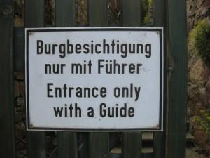 Das Schild kann der Burgenblogger getrost ignorieren...