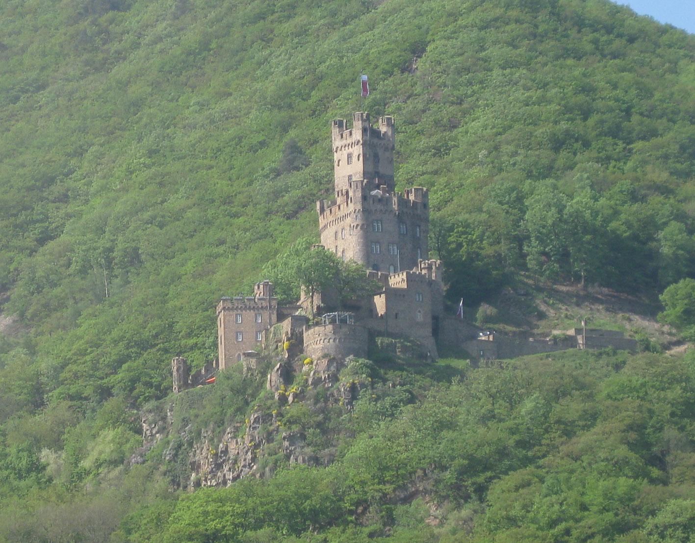 Burg Sooneck im Rheintal