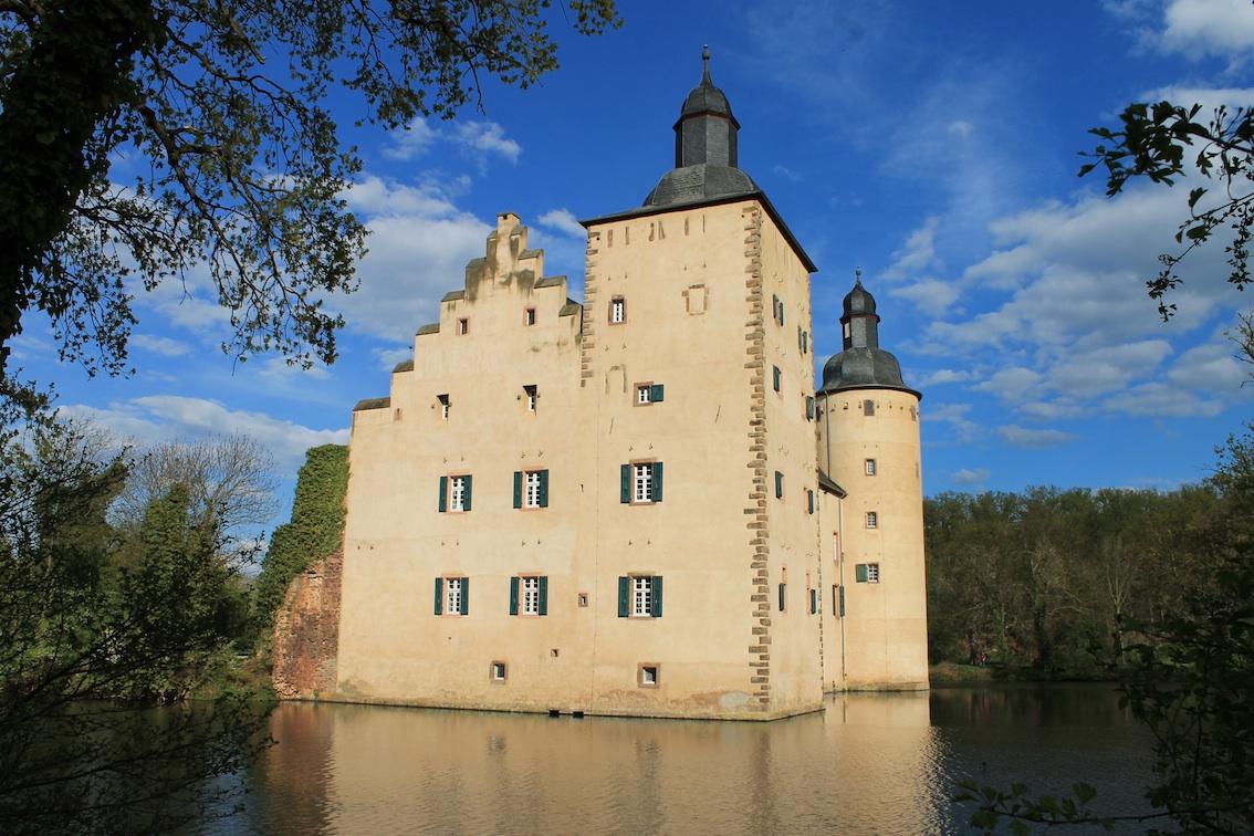 Burg Im Mittelalter Arbeitsblatt : Wasserburg veynau die stärkste festung am eifelrand