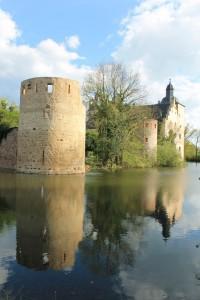 Burg Veynau: Der Wehrturm existiert nur noch als Ruine