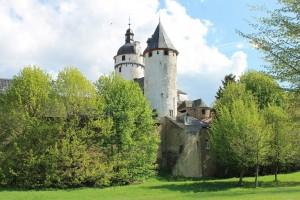 Blick vom Golfplatz auf Burg Zievel