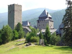 Burg Finstergrün ist auch nicht schlecht: / Foto: Wikipedia Michael Dufek