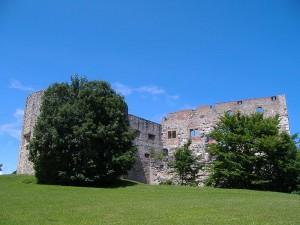 Die Ruine des staufischem Rittersaals wird als Freilichtbühne genutzt   / Foto: Wikipedia/Manfi B.