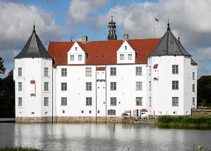 Gluecksburg_Schloss