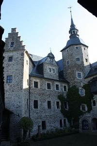 Burg Lauenstein: Der Innenhof mit einem der diagonal gestellten Ecktürme / Foto: Wikipedia/Thomas Kees (powerbiker1)