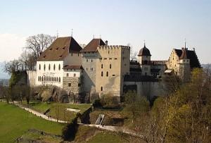 Schloss Lenzburg von Südosten / Foto: Wikipedia/ Roland Zumbühl