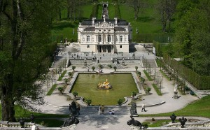 Blick vom Venustempel auf Schloss Linderhof / Foto: Wikipedia/softeis