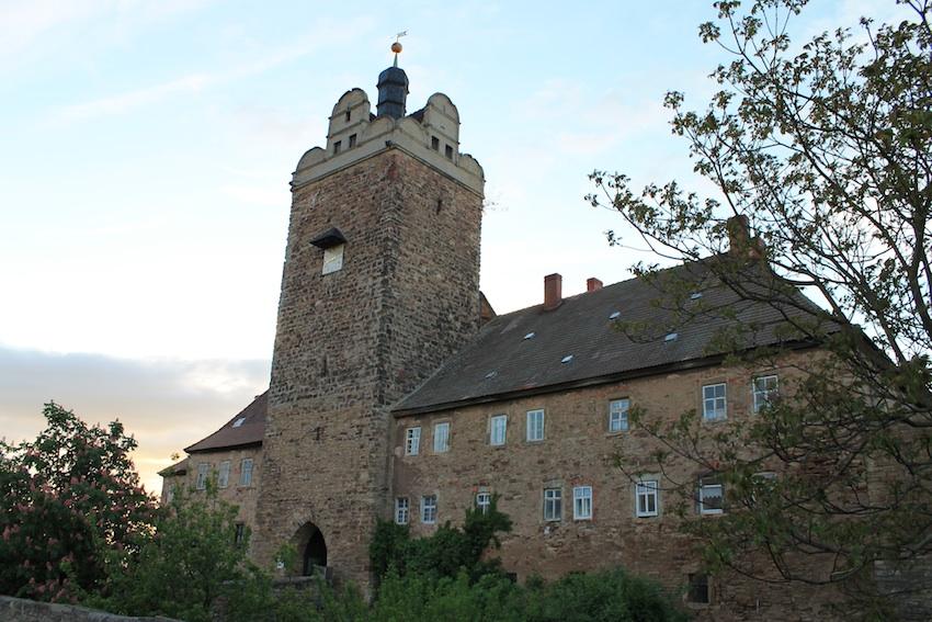 Der Bergfried von Burg Allstedt - dahinter steht die Vorburg /Fotos: Burgerbe.de