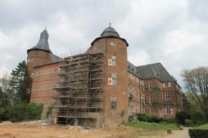Schloss Bedburg: Teile der Fassade waren gerade eingerüstet