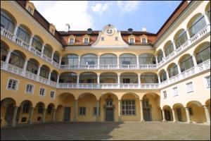 Der Arkadenhof stammt aus der Renaissancev/ Foto: Wikipedia/Moggosaurier