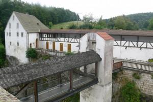 Bug Wildenstein: Blick von der Hauptbastion auf Brücke und Vorburg / Foto: Andreas Praefcke/Wikipedia