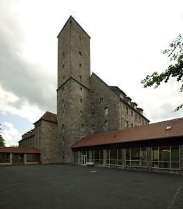 Der Turm von Burg Feuerstein. Gedacht für die Aufnahme eines Richtfunksenders. / Foto: Wikipedia/Janericloebe