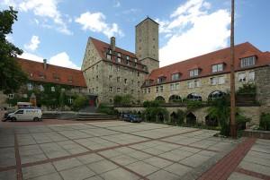 Burg Feuerstein: Im Krieg Nazi-Labor, heute Jugendbegegungsstätte / Foto: Wikipedia/  Janericloebe