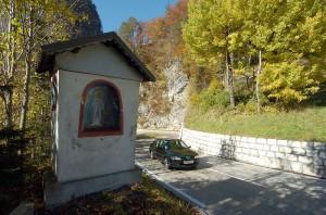 Die enge und kurvige Loiblpasstraße wurde durch Bunker und Maschinengewehrnester fesichert