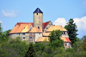 Burg Schönfels auf ihrem Felssporn / Foto: Wikipedia/André Karwath aka Aka