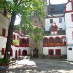 2013: Jugendherberge Schloss Windischleuba von Pleiße-Hochwasser eingeschlossen