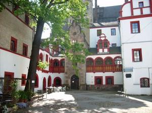 Innenhof von Schloss Windischoleuba: Heute eine Jugendherberge / Foto: Wikipedia
