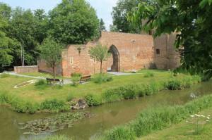 Burg Hüls heute - ein sanierter, schmucker Backstein-Bau