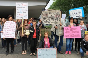 Tierfreunde Demonstrierten während der Pressekonferenz für einen bessereen gesetzlichen Tierschutz /Foto: Stadt Spiegel