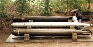 """Torpedo-Nachbauten: In der Mitte ein """"Zaunkönig"""" / Foto: Wikipedia/Axb"""