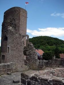 Der Bergfried von Burg Schwarzenfels / Foto: Wikipedia/Emmaus