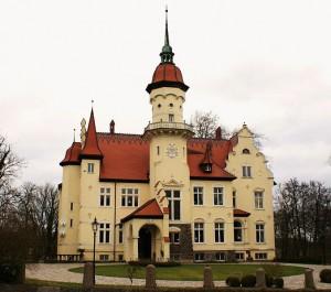 Das Herrenhaus von Schloss Tralau steht zum Verkauf/Foto: Wikipedia/PodRacerHH/CC-BY-3.0