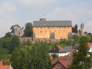 Burg Schwarzenfels: Blick auf Marsstall und Ruine / Foto: Wikipedia/Rainer Lippert/Public Domain