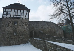 Burg Herzberg im Winter: Der Kommandantenturm / Foto: Wikipedia / 2micha / CC-BY-SA-3.0-migrated