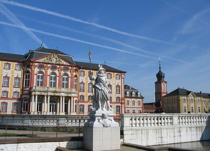 800px Schloss Bruchsal Gartenfront