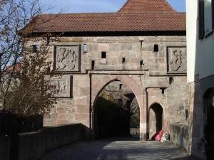 Cadolzburg: Burgtor mit Brücke / Foto: Wikipedia / Keichwa /    CC-BY-SA-3.0-migrated