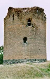 Der Turm von Burg Stolpe: Mit 18 Metern der dickste Bergfried Deutschlands / Foto: Wikipedia / Rainer Kunze / CC-BY-SA-3.0-migrated