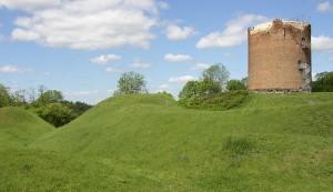 Burg Stolpe: Neben dem Turm sind noch Reste der slawischen Wallanlage zu sehen / Foto: Wikipedia / Doris Antony / CC-BY-SA-3.0-migrated