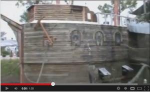 Im Schlossgraben ankert der Nachbau einer Spanischen Galeone / Bild: Screenshot/Youtube