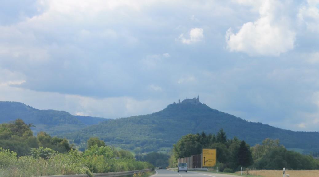 Burg Hohenzollern: Weithin sichtbar und per Auto gut zu erreichen