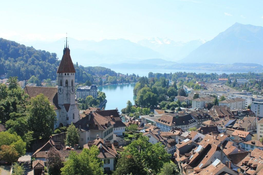 Blick vom Schlossturm auf Thun und den Thuner See