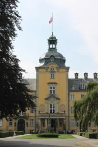 Schlossturm mit Schaumburg-Fahne