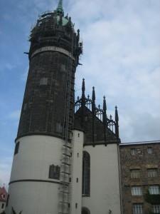 Wittenberg: Der prägante Turm der Schlosskirche