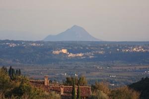 Blick von Süden auf den Monte Soratte - darin versteckt sich ein verzweigtes Bunkersystem / Foto: Wikipedia/Mediamenta (gemeinfrei)