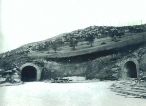 Eingänge zum Monte-Soratte-Bunker kurz nach dem Bau / Foto: Wikipedia/bunkersoratte.it/gemeinfrei